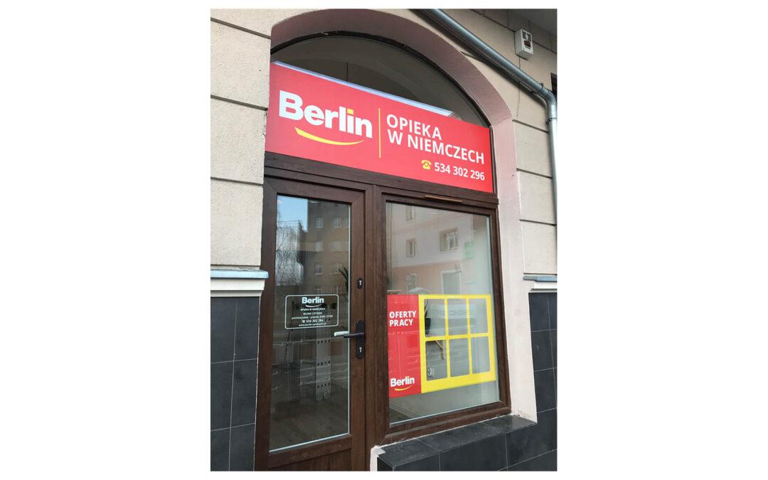 Szyld, oklejenie witryny – Berlin Opieka w Niemczech